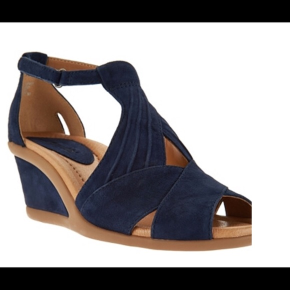 e84d205ce895 Earth Shoes - Earth Suede Peep-Toe Wedge Sandals - Curvet  NEW